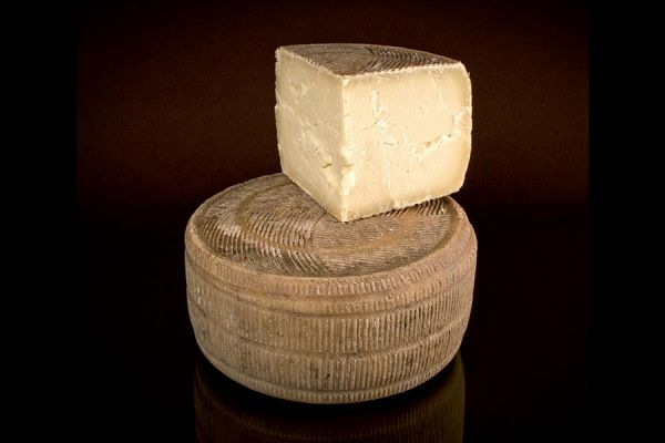 Canestrato Pugliese Cheese P.D.O.